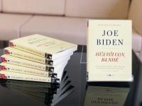 """SÁCH HAY CUỐI TUẦN: """"Tôi đã khóc khi dịch hồi ký ông Joe Biden"""""""
