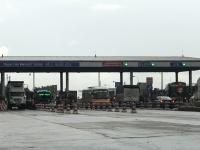 Nhiều phương tiện được miễn giảm tại 2 trạm thu phí ở QL5:  Kinh doanh vận tải  không bình đẳng