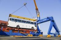 Ngày ra quân đầu năm Tân sửu, THACO xuất khẩu hơn 200 ô tô và linh kiện ra nước ngoài